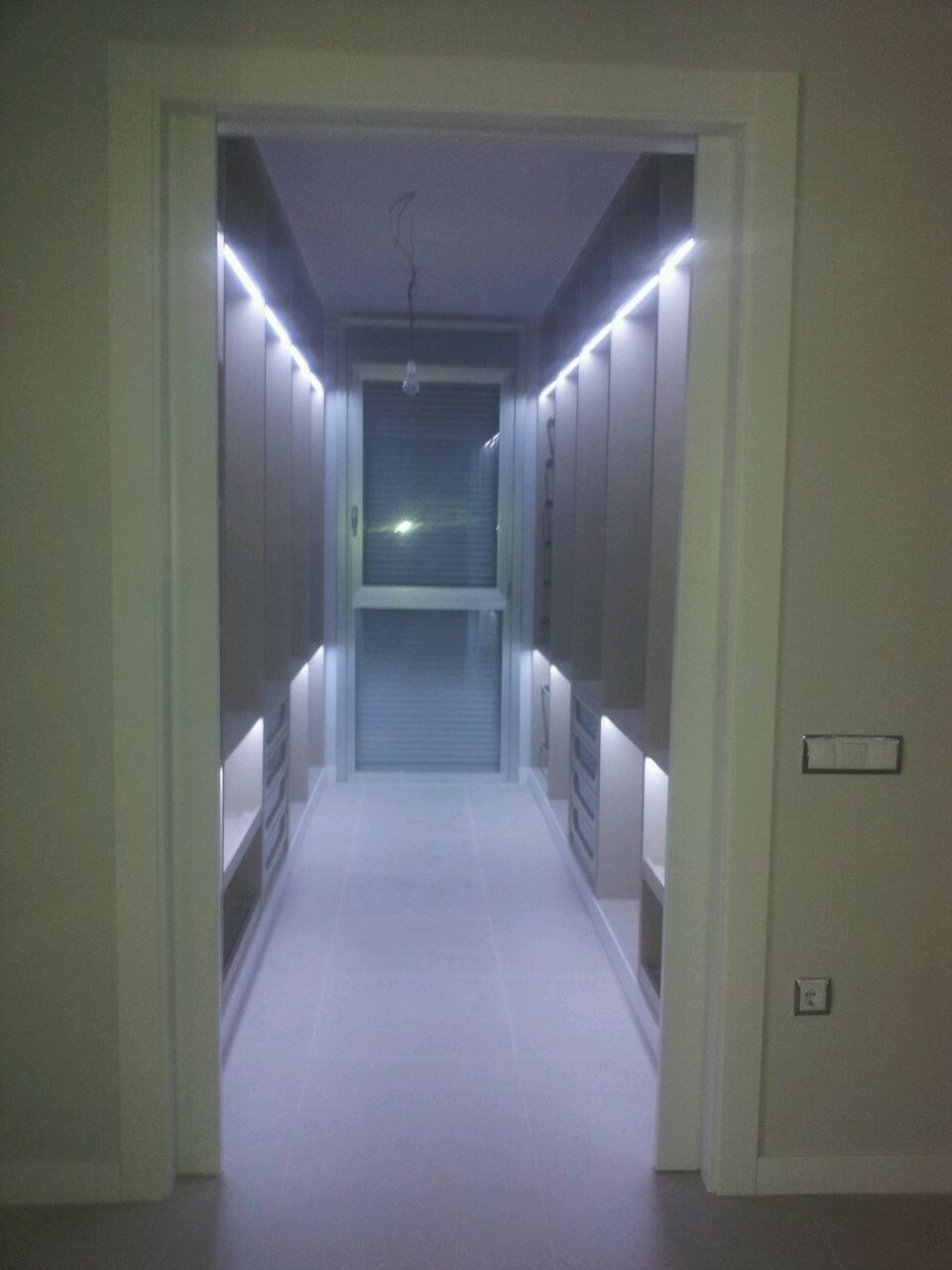 Iluminacion Led en Vestidor.