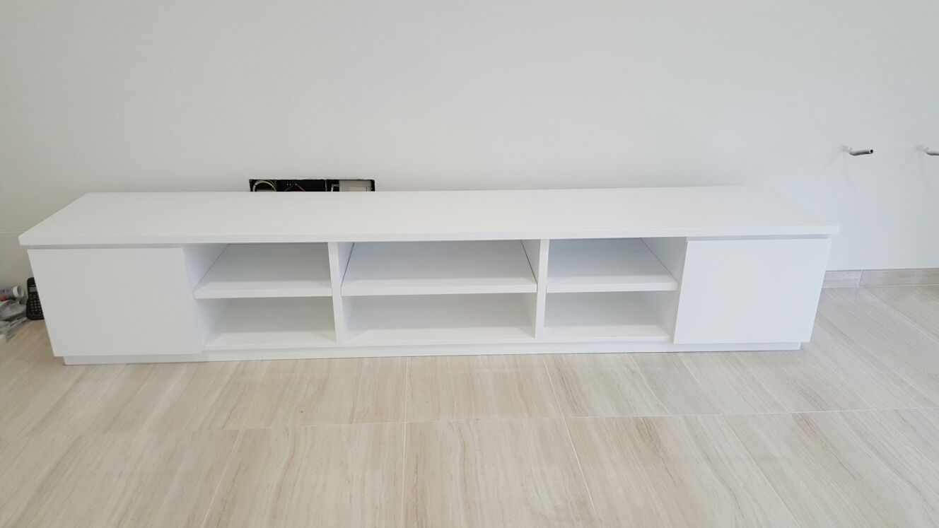 Mueble Bajo TV Lacado Blanco.