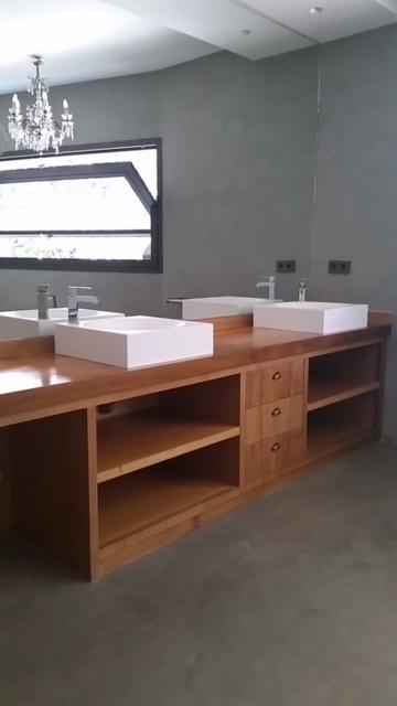 Mueble de Baño Fabricado a Medida en Madera de Iroko.