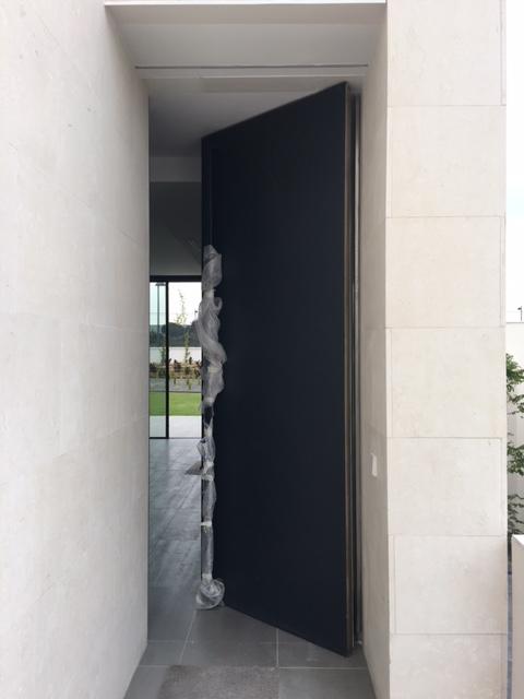 Puerta Acorazada Pivotante Eje Vertical.