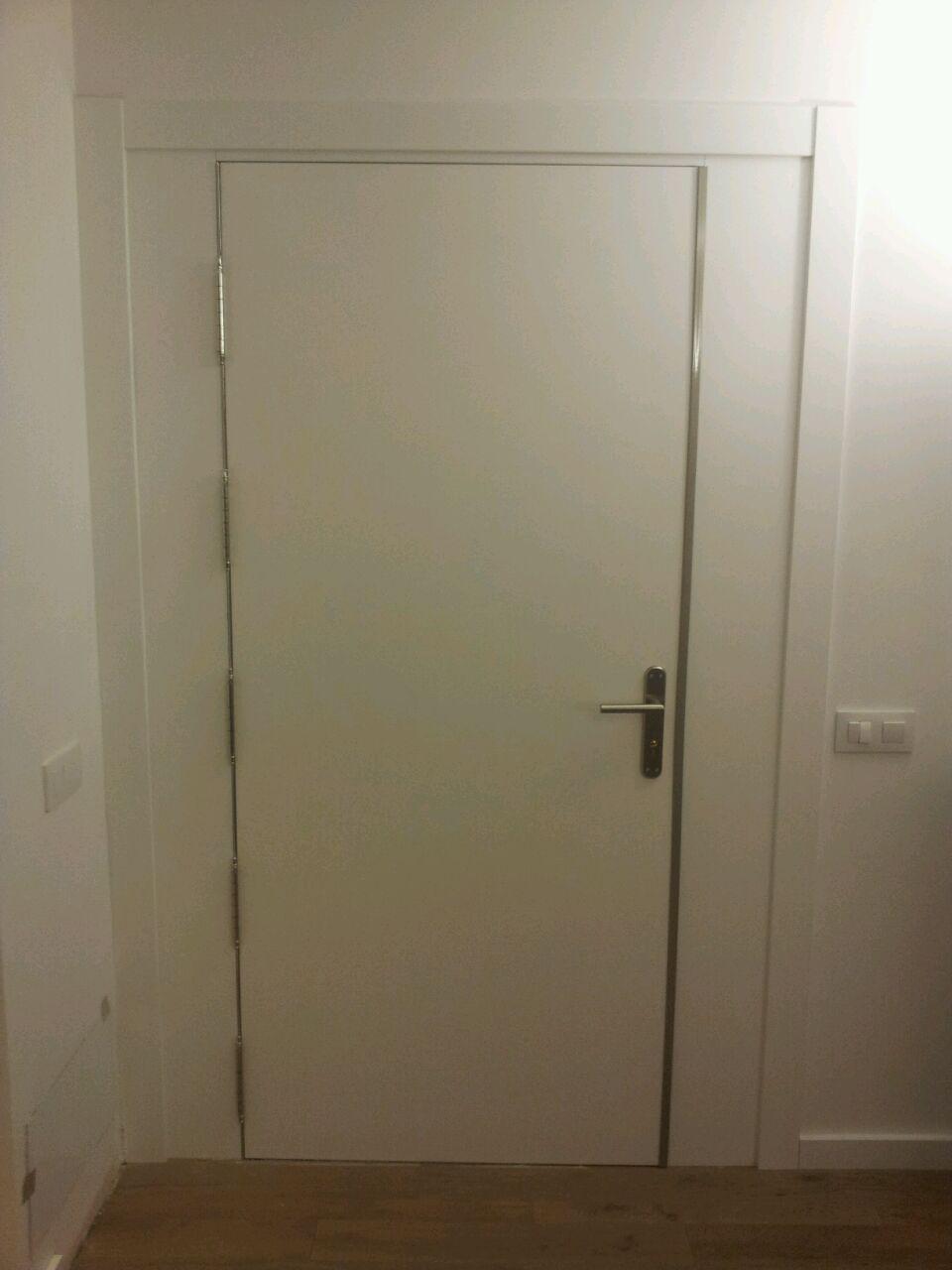 Puerta Blindada Lisa Lacada.