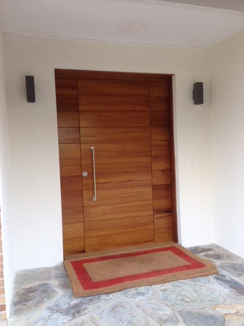 Puerta Blindada con Dos Fijos Laterales Ciegos.